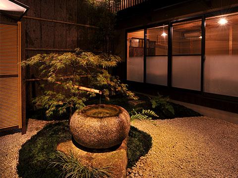 日本庭園を眺めながら味わう和食の真髄。